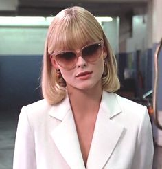 Michelle Pfeiffer - Scarface by Brian De Palma - © Universal Pictures Elvira Hancock, Hollywood Fashion, Michelle Pfeiffer Scarface, Love Fashion, Vintage Fashion, Film Aesthetic, Aesthetic Women, Iconic Movies, 18 Movies