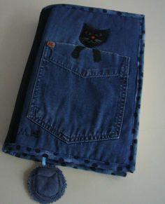 The book in jeans - cats Creative packaging for the book is sewn from denim and cotton....Kniha v džínech - kočky Autorský obal na knihu je ušitý z džínoviny a bavlny. Je vyztužený, vatovaný, podšívkovaný, prošívaný a lemovaný. Na předním díle je funkční kapsa ma brýle, kapesník ... Nechybí záložka . Rozměry - 36 x 23 cm stačí na většinu knih (měřeno uvnitř). Jediný kus, kupujete orignál ! Můžete prát i v pračce.