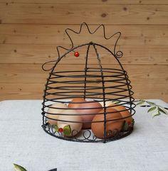 Slepička co hlídá vajíčka