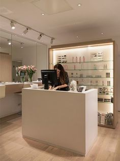 Nulty - Cosmetics á la Carte, London - Natural Interior Design Palette Counter Flexible Lighting Scheme
