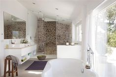 Un baño escandinavo con increíbles vistas · ElMueble.com · Cocinas y baños