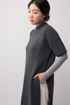 Shibui Knit Pattern: looks a lot like a side slit tunic in the Fall 2017 Eileen Fisher collection. Angora, Mode Style, Knit Dress, Hand Knitting, Knitting Sweaters, Knitting Patterns, Knitting Ideas, Knitwear, Knit Crochet