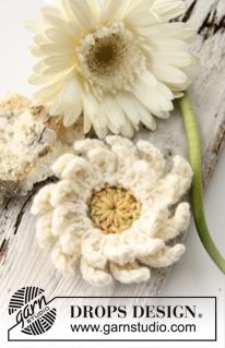 "Virkad DROPS Gerbera i ""Paris"" ~ DROPS Design - Crochet Gerbera Flower"