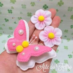 Image gallery – Page 360850988891219110 – Artofit Felt Diy, Felt Crafts, Easter Crafts, Crafts To Make, Sewing Toys, Sewing Crafts, Sewing Projects, Felt Flowers, Fabric Flowers