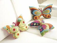 Várias paixões reunidas: borboletas, artesanato e cores...
