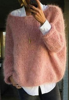 Fashion Ideas For Women Style Pull angora rose bonbon sur chemise blanche Mode Outfits, Casual Outfits, Fashion Outfits, Fashion Ideas, Pull Angora, Mohair Sweater, Men Sweater, Sweater Weather, Free Knitting