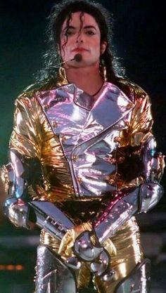 Michael Jackson HIStory World Tour Drill Paris Jackson, Jackson 5, Jackson Family, Michael Jackson History Tour, Michael Jackson Pics, Bad Michael, Gold Pants, Gugu, Music Genius