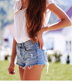 Festival season is upon us and it's almost time for Coachella, which means it's also time to get some new denim shorts and crop tops to see you through the days! I've rounded up 10 of the coolest pairs of denim shorts around at the moment, for you to go… Look Fashion, Teen Fashion, Fashion Trends, High Fashion, Hipster Fashion, Fashion Hair, Fashion Lookbook, Fall Fashion, Fashion Beauty