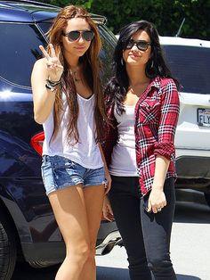 Demi Lovato And Selena Gomez And Miley Cyrus | Demi Lovato And Miley Cyrus - Selena Gomez and Demi Lovato Photo ...