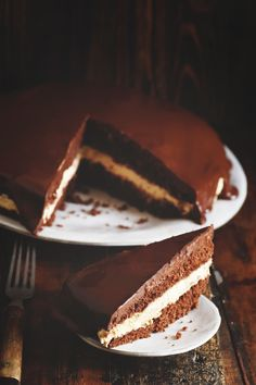 Low-Carb Chocolate Latte Dream Cake one piece on a plate with the cake behind. Almond Flour Chocolate Cake, Low Carb Chocolate, Chocolate Desserts, Espresso Cake, Chocolate Espresso, German Chocolate, Cream Cheeses, Stevia, Ketogenic Diet