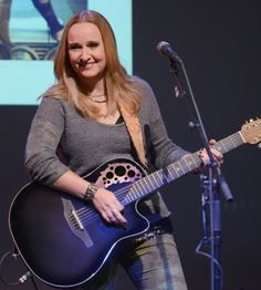 Melissa Etheridge Goes Back To Her Roots - Grammy Interview