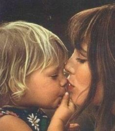 SO SAD! ~ The Photographer Kate Barry, daughter of singer-actress Jane Birkin and famed Bond film composer John Barry, has died after falling from her fourth floor Paris flat in an apparent suicide. Jane Birkin, Catherine Deneuve, Anna Karina, Christy Turlington, Mothers Love, Happy Mothers, Kate Barry, Gainsbourg Birkin, Serge Gainsbourg