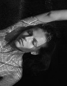 fragments de temps - Benjamin Vnuk - black and white photography Black And White Models, Black And White Portraits, Black And White Pictures, Black White, Black And White Photography Portraits, Underwater Photography, Amazing Photography, Portrait Photography, Photography Magazine