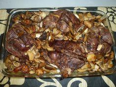 Galtes de porc al forn amb barreja de bolets i verdures