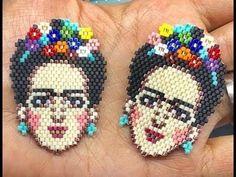 frida - YouTube Beading Projects, Beading Tutorials, Peyote Patterns, Beading Patterns, Beaded Jewelry Patterns, Bijoux Diy, Crochet Designs, Bead Weaving, Beaded Embroidery