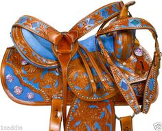 SaddleOnline is your one stop online store to buy American saddles ranging from classic trail and ranch saddles to exquisite show saddles. Barrel Racing Saddles, Barrel Saddle, Barrel Horse, Horse Saddles, Western Saddles For Sale, Western Horse Tack, Trail Saddle, Gado, Tack Sets