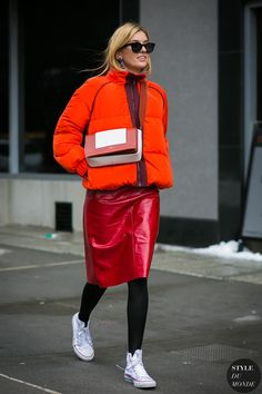 New York Fashion Week Fall 2017 Street Style: Camille Charriere Street Style 2017, Street Style Trends, Street Style Fashion Week, Street Style Chic, Look Fashion, Winter Fashion, Tights Outfit Winter, Cute Winter Outfits, Fashion Weeks