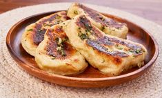 A simple appetizer that will dress up any meal. A simple appetizer that will dress up any meal. Mary's Kitchen, Cheese Puffs, Herb Butter, Pizza Dough, Clean Eating Snacks, Great Recipes, Interesting Recipes, Recipe Ideas, Favorite Recipes