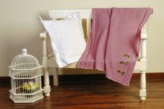 324278 Manta 80x90 Dublín lana color chicle - http://babyscaprices.com/tienda/324278-manta-80x90-dublin-lana-color-chicle/ Manta de la marca FLOC BABY fabricadalana en 50% lana merino y 50% poliamida low pilling de máxima calidad. Color chicle.