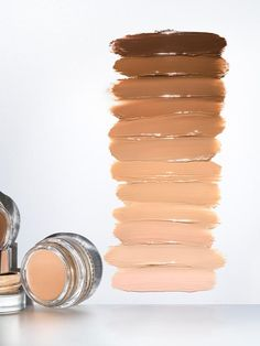 A flexible concealer that disappears into skin, and moves with it, rather than sitting on top. Provides buildable coverage for redness, blemishes, and dark circles. Glossier Stretch Concealer, Best Concealer, Glossier Lipstick, Maybelline, Nailart, Morning Beauty Routine, Makeup Ideas, Products, Makeup Tips