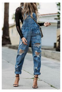 Denim Overalls Outfit, Overalls Women, Ripped Denim, Overalls Fashion, Jeans Overall, Jean Overall Outfits, Denim Fashion, Fashion Outfits, Feminine Fashion
