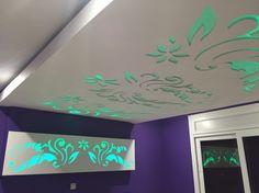faux plafond bois suspendu ADM plus - Sigma décoration False Ceiling For Hall, False Ceiling Living Room, Ceiling Design Living Room, Bedroom False Ceiling Design, Bathroom Ceiling Light, Ceiling Light Design, Ceiling Tv, Ceiling Detail, Ceiling Chandelier
