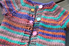 Knitting Patterns Girl A Simple Quick Knit Girls Cardigan Free Pattern that is knit as a single piece and is so pretty! Maid Marian, Baby Cardigan Knitting Pattern Free, Knit Shrug, Knit Baby Sweaters, Girls Sweaters, Baby Knits, Cardigans, Drops Design, Knitting For Kids