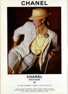 Chanel like. If not for the hat I'd have said it's Chanel. Estilo Fashion, Fashion Mode, 80s Fashion, Fashion Prints, Vintage Fashion, Womens Fashion, Fashion Design, Mode Chanel, Chanel Runway