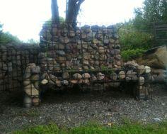 Gabion bench. Kivikorit puutarhakalusteina.
