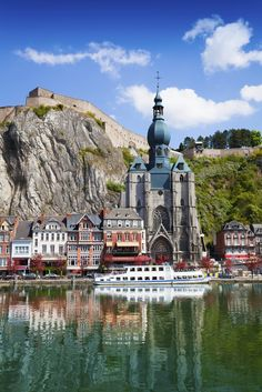 Dinant Collegiate Church on Meuse river - Belgium Beautiful Islands, Beautiful Places, Places Around The World, Around The Worlds, Bruges, Ardennes, Voyage Europe, Travel Aesthetic, Kirchen