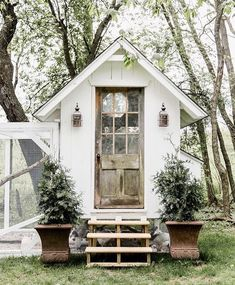 Great Screen garden shed chicken coop Thoughts Backyard garden storage sheds include various employs, including holding family litter and also backyard maint. Cute Chicken Coops, Chicken Coup, Chicken Coop Designs, Backyard Chicken Coops, Chicken Coop Plans, Building A Chicken Coop, Chickens Backyard, Walk In Chicken Coop, Chicken Feeders