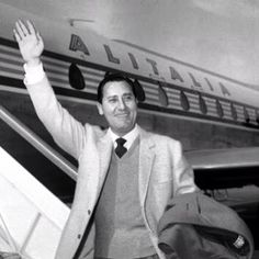 Alberto Sordi with an old Alitalia livery