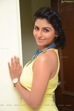 http://www.ragalahari.com/actress/78726/kruthika-jayakumar-pics/image31.aspx