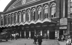 London History, British History, Vintage London, Old London, Disused Stations, Street Photo, Vintage Pictures, Louvre, City