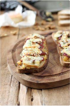Tartines de pommes au magret de canard et maroilles