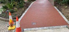 Driveway Ramp, Resin Driveway, Gravel Driveway, Driveway Ideas, Fiberglass Shower Stalls, Short Fence, Decomposed Granite, Driveway Design, Sand And Gravel