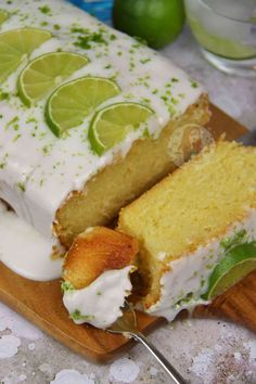 Gin & Tonic Drizzle Cake! - Jane's Patisserie Gin Recipes, Baking Recipes, Sweet Recipes, Cake Recipes, Dessert Recipes, Desserts, Baking Ideas, Gin And Tonic Cheesecake, Gin And Tonic Cupcakes