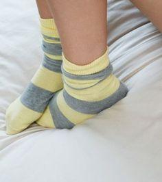 para el cuidado de tus pies, un poco de vaselina y unos calcetines gruesos será suficiente