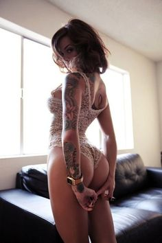 SEXY-Tattooed-Girl