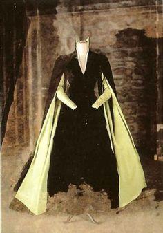 Eiko Ishioka (Bram Stoker's Dracula, F.F. Coppola), velvet gown worn by Mina at the end of the movie