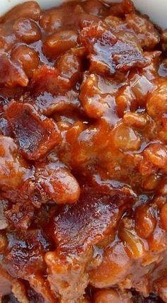 Baked Beans and Ground Beef Casserole - A Trisha Yearwood Recipe ❊ Gebackene Bohnen und Rinder. Baked Bean Casserole, Ground Beef Casserole, Casserole Dishes, Hamburger Casserole, Cheeseburger Casserole, Vegetable Casserole, Breakfast Casserole, Baked Bean Recipes, Beef Recipes
