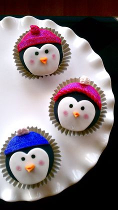 Must make these for my penguin! ;)  Butrcreamblondi: Penguin Cupcakes
