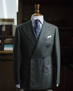Our AMJ06 double breasted model by Ring Jacket.  It's soft and slightly extended in the shoulders. The lapel slightly bellied and a bit more horizontal all for creating a  timeless feel.  This model will be available for MTO and MTM this coming trunkshow with the RING jacket team (Sept 29- Oct 1). Appointments can be made via DM or info@thearmoury.com  #thearmoury #ringjacket
