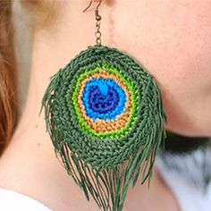 Peacock feather earrings. Download this free pattern at allcrochetpatterns.net