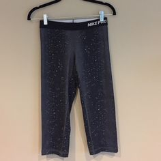 Nike dry fit Capris Nike dry fit work out capris. Size small. Nike Pants Track Pants & Joggers
