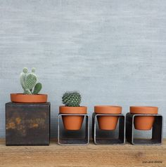 3 x3 square modern metal decor planter. Plant beautiful colorful flowers, succulents, or a nice little kitchen herb garden. Planter is left to