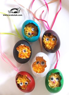You will need just yellow thread, a fork and eggshells to make this fluffy craft! Click on the image to find out how to make these with the kids today.