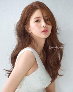 Korean Hair Color Brown, Golden Brown Hair Color, Brown Hair Colors, Hairstyles Haircuts, Trendy Hairstyles, Red Hair Inspo, Light Auburn Hair, Ulzzang Hair, Gorgeous Hair Color