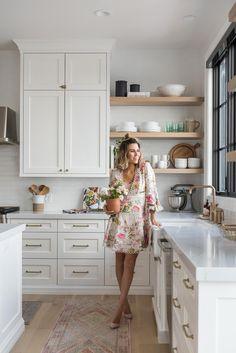 The kitchen that is top-notch white kitchen , modern kitchen , kitchen design ideas! Modern Farmhouse Kitchens, Farmhouse Kitchen Decor, Home Decor Kitchen, Kitchen Interior, Cool Kitchens, Kitchen Ideas, Family Kitchen, Kitchen Designs, Ikea Kitchens