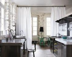 cortinas como divisao de zonas numa casa
